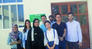 طلاب من الصين والنمسا يتعلمون اللغة العربية بجامعة نزوى