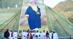 صورة جلالته تطرز طريق العامرات – وادي عدي