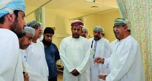 وزير الصحة يطلع على مستوى الخدمات الصحية والعلاجية بمستشفى نـزوى