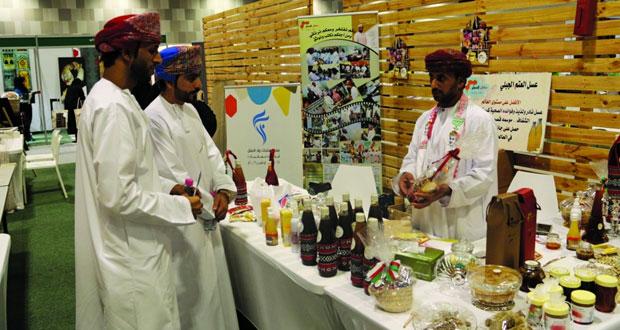 معرض إبداعات عمانية يواصل فعالياته لليوم الثاني