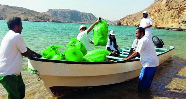 وزارة السياحة تنظم حملة لتنظيف منطقة الخيران