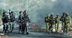 قوات الاحتلال تصيب عشرات الفلسطينيين بالخليل