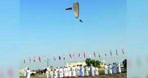 فريق الطيران الشراعي العماني يزهو في ماراثون عمان الصحراوي الرابع