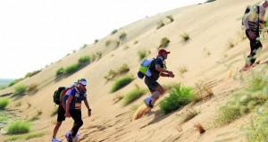 انطلاقة مثيرة تشهدها منافسات الجولة الأولى لماراثون عمان الصحراوي الدولي عداؤنا