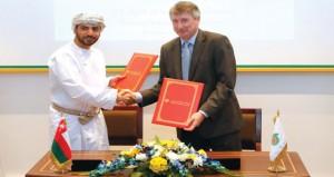 17 اتفاقية للاستثمار الاجتماعي توقعها (تنمية نفط عمان)