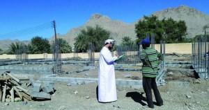 بلدية بهلاء تنفذ زيارات مفاجئة لعدد من المباني وتخالف 30 مبنى