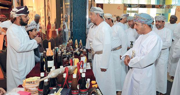 انطلاق سوق العسل العماني بمشاركة 67 نحالا