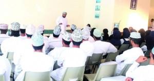 اللجنة العمانية لحقوق الإنسان تنظم محاضرة في مدرسة السلطان الخاصة