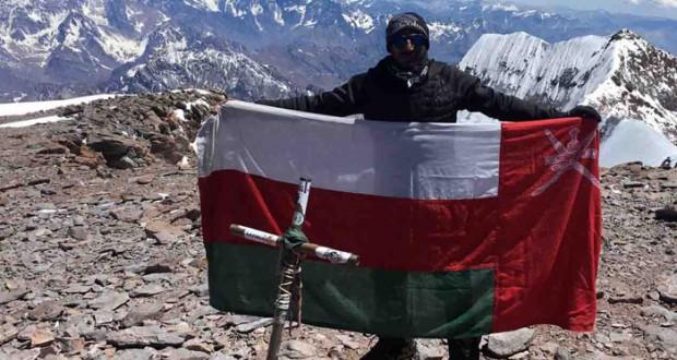 العماني سليمان الناعبي يصل لثاني أعلى قمة في العالم