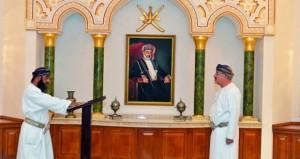 أعضاء المجلس البلدي بمحافظتي مسقط وظفار يؤدون القسم