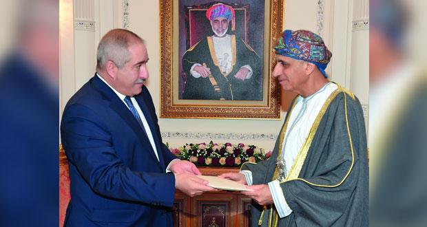 رسالة جلالة السلطان من العاهل الأردني يتسلمها فهد بن محمود