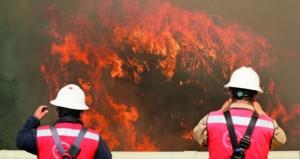 حريق غابات ضخم في تشيلي يلتهم عشرات المنازل