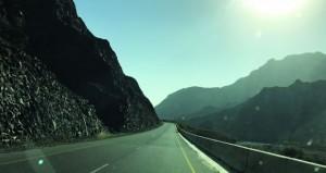 طريق عبري ـ الرستاق .. بحاجة للإنارة نتيجة تخوف المارة من القيادة فيه ليلا