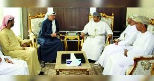 أمين عام مجلس دبي الرياضي يلتقي برئيس الاتحاد الدولي لالتقاط الأوتاد
