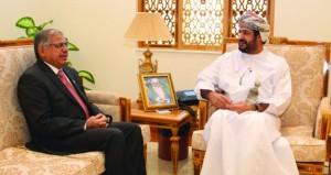 وزير الخدمة المدنية يستقبل مدير عام المنظمة العربية للتنمية الإدارية السابق
