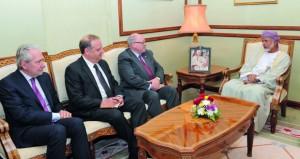 الوزير المسؤول عن الشؤون الخارجية والأمين العام للمجلس الأعلى للتخطيط يستقبلان رئيس مجلس الشيوخ الكندي