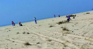 حملة تنظيف لشاطئ رأس مدركة بالدقم