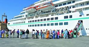 """ميناء صلالة يودع سفينة """"آماديا"""" السياحية"""