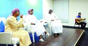 شعراء عمانيون يضيئون سماوات الشعر بالإمارات