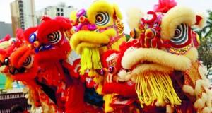 الضباب الدخاني الكثيف يخيم على بكين قبل الاحتفالات بالعام الصيني الجديد