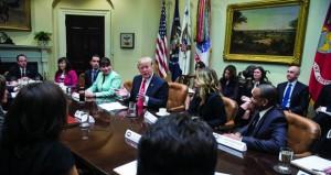 """إدارة ترامب تقول إن تنفيذ قرار حظر الهجرة يحقق """"نجاحا هائلا"""" .. والشركات قلقة"""