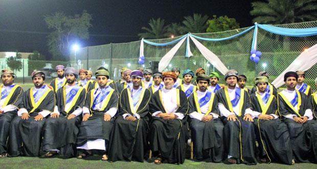 كلية عُمان للإدارة والتكنولوجيا تحتفل بتخريج الفوج العاشر من طلبتها