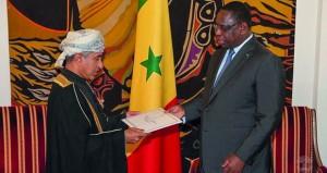 الرئيس السنغالي يتقبل أوراق اعتماد سفير السلطنة لدى بلاده