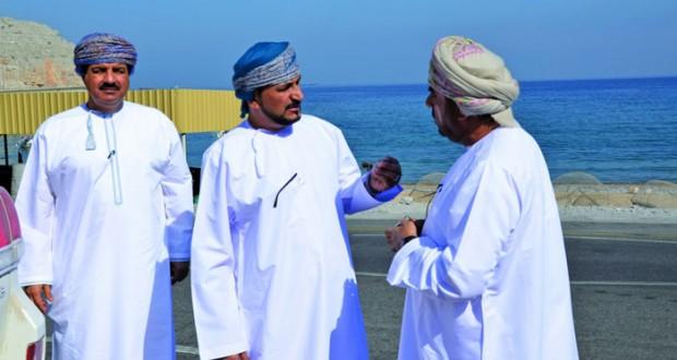 وزير البلديات الاقليمية يطلع على المشاريع الخدمية بمحافظة مسندم