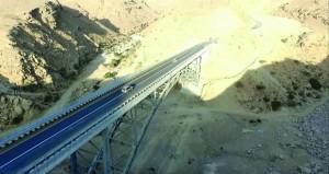 «النقل والاتصالات» تفتتح المرحلة الأولى من طريق وادي منقال ووادي بني جابر أمام الحركة المرورية لمسافة 16.7 كيلومتر