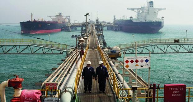 نفط عمان ينخفض أكثر من دولار .. والأسعار العالمية تعوض جزءاً من خسائرها