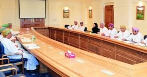 مناقشة تنفيذ البرنامج الوطني للعمل اللائق