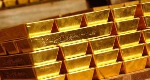 الذهب يقترب من أعلى مستوياته في شهر مع تراجع الدولار