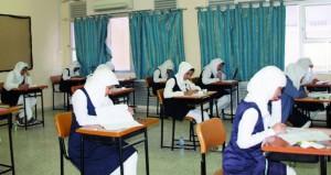 في اليوم الأول لامتحانات دبلوم التعليم العام ..الطلبة والطالبات يؤدون امتحاناتهم بهدوء ودون شكاوى