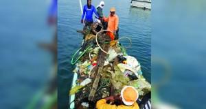 حملة لتنظيف ميناء الصيد البحري بصور