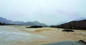 أمطار تراوحت بين المتوسطة والغزيرة على عدد من ولايات ومحافظات السلطنة
