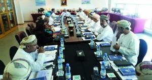 لجنة التعليم بالغرفة تناقش خطتها لعام 2017م وتعقد اجتماعاً مشتركاً مع لجنة التعليم بفرعي صحار والبريمي