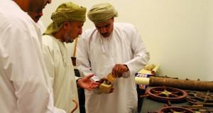 """حمود الغيلاني يستعرض """"تطور السفن العمانية عبر التاريخ"""" في محاضرة بالنادي الثقافي"""