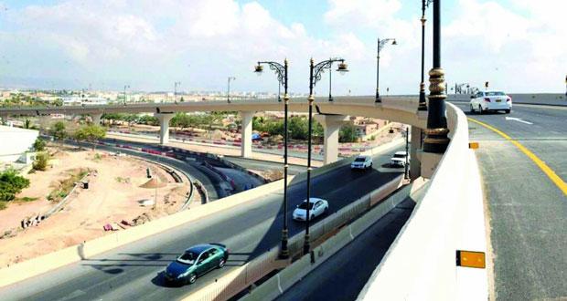 افتتاح حركة السير لمستخدمي أعلى جسر أم الغوارف بصلالة
