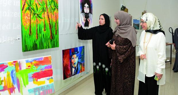 """جمعية الفنون تقيم """"المعرض الثاني للفنون التشكيلية"""" بالكلية الحديثة للتجارة والعلوم"""
