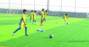 أكاديمية التميز الرياضي تواصل برامجها الرياضية لإعداد البراعم