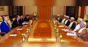 السلطنة وروسيا تبحثان تعزيز المجالات الاقتصادية والتجارية ونقل التكنولوجيا