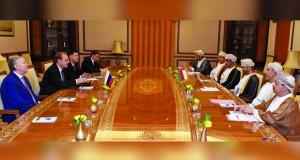 السلطنة وروسيا تناقشان تعزيز التعاون الثنائي