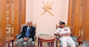 رئيس هيئة الأركان البحرية بجمهورية الهند يصل السلطنة