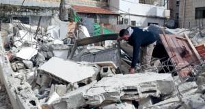 الاحتلال يهدم منزلًا بالقدس وعصاباته تجدد تدنيس الأقصى