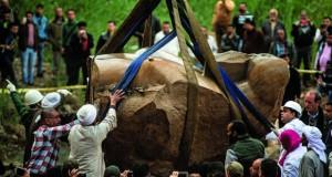 الآثار المصرية : انتشال الجزء الثاني من التمثال المكتشف بالمطرية