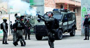 الفلسطينيون ينفون مشروعا جديدا للتسوية .. والاحتلال يواصل الإجرام بالضفة وغزة