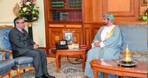 وزير ديوان البلاط السلطاني يستقبل السفير الهندي