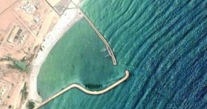 بدء تنفيذ مشروع تعميق حوض ميناء الصيد البحري بريسوت وتركيب المرسى العائم
