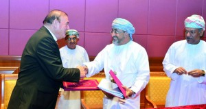 """""""السياحة"""" توقع اتفاقية تطوير مشروع نسيم الصباح السياحي المتكامل بالسيب بقيمة 400 مليون ريال عماني"""