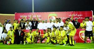 نادي عبري يعيش فرحة تتويج فريقه للشباب ببطولة السلطنة لكرة القدم
